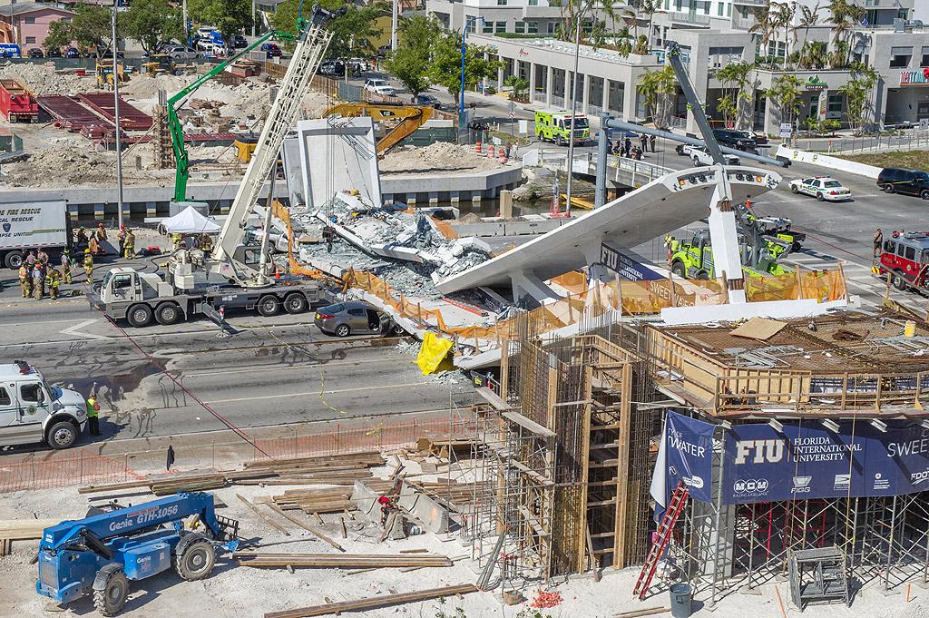 В американския град Маями, щата Флорида върху една от градските магистрали рухна пешеходен мост. Според неокончателните данни са загинали няколко души, предаде телевизия NBC News