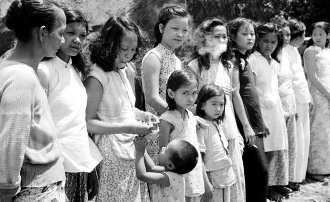 1932: Как момичета насила се превръщат в