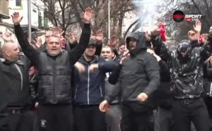Шествието на феновете на ЦСКА преди дербито с Левски