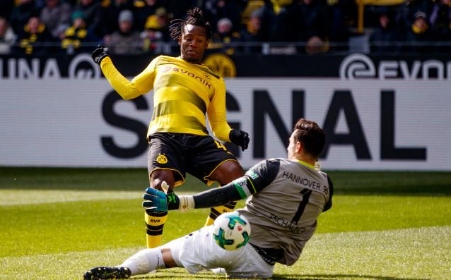 Борусия Дортмунд записа втора поредна победа, с която заплете още