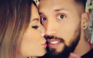 Футболист на Валенсия пусна гореща снимка заедно с жена си