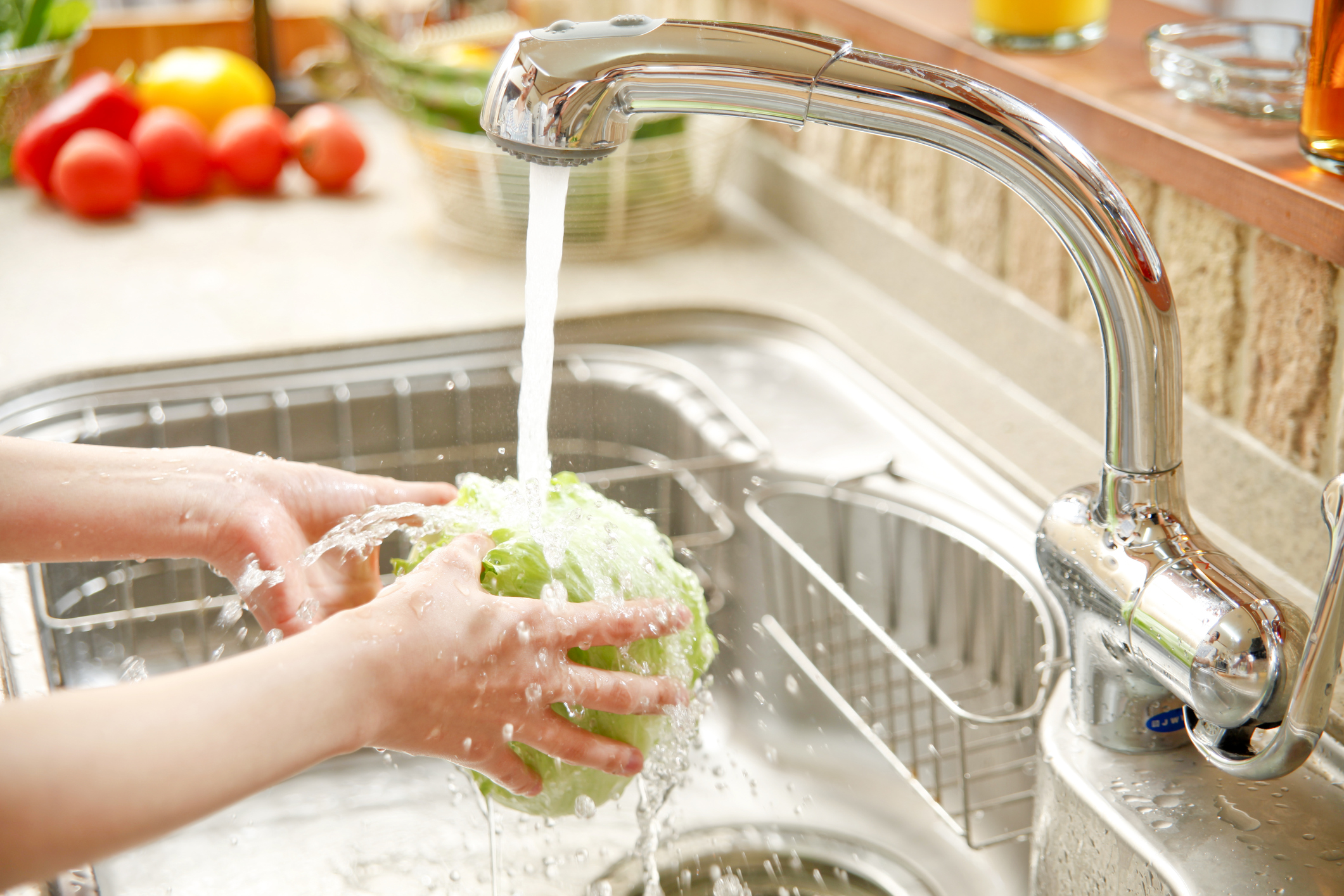 Мивката в кухнята - мийте я също по-често с препарат, който ще унищожи бактериите.