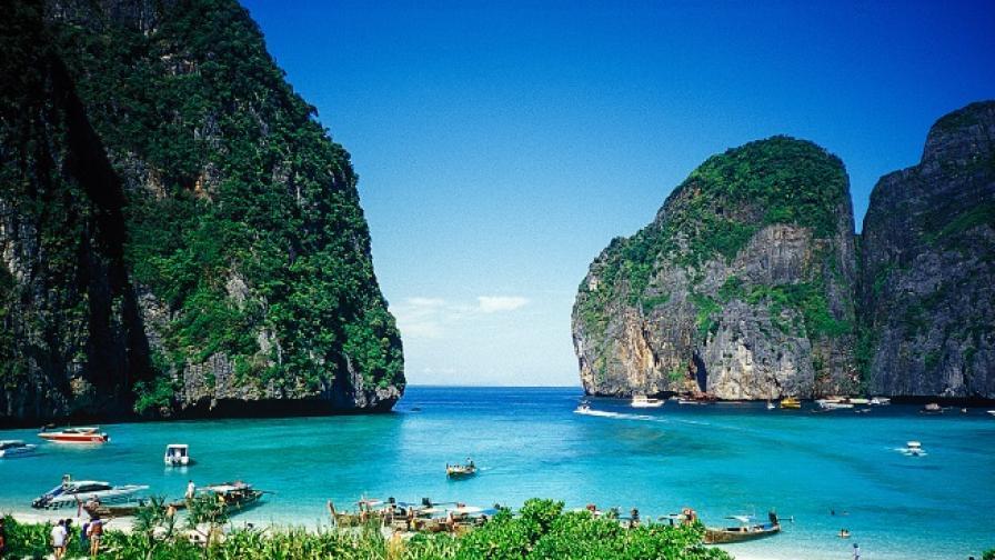 Затварят прочут плаж в Тайланд