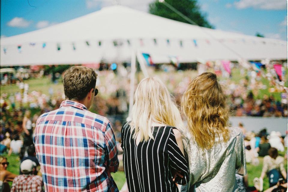 фестивал палатка приятели