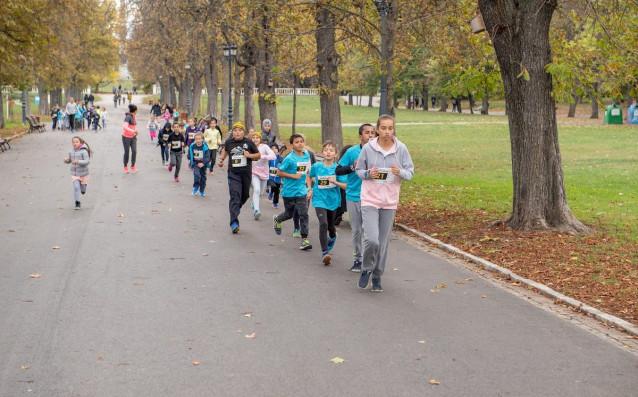 """Първото безплатно щафетно бягане за ученици и училищни отбори """"RUN4EU"""""""
