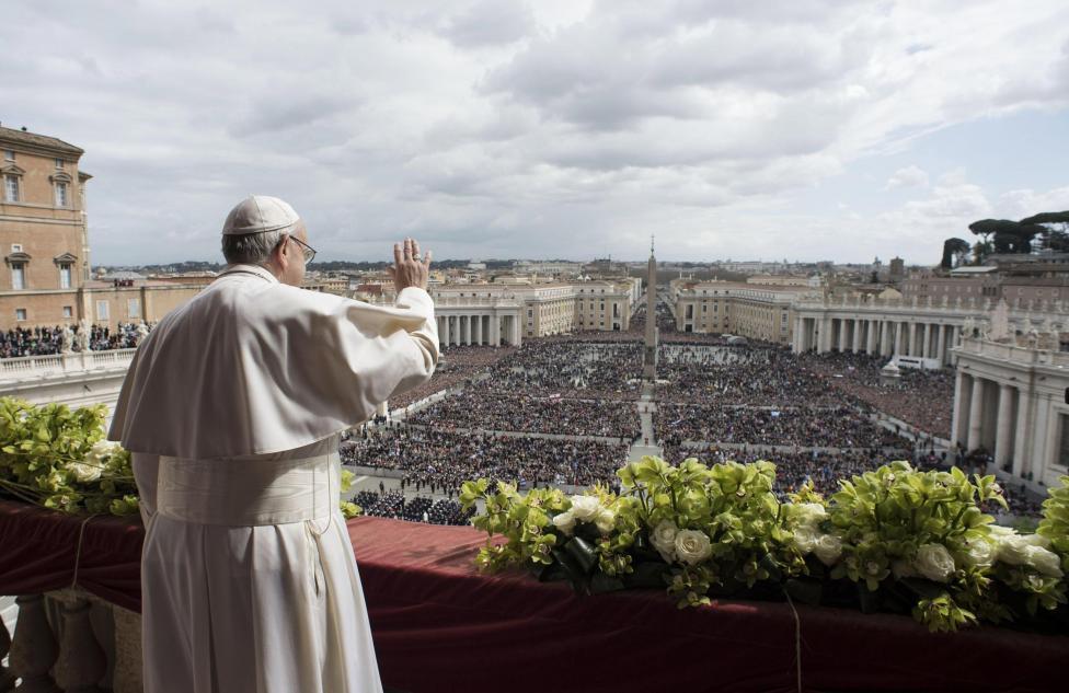 """- """"Христос възкръсна!"""", провъзгласи папата. В своето обръщение той призова за мир в целия свят и, говорейки за горещите точки, помоли Господ """"да донесе..."""