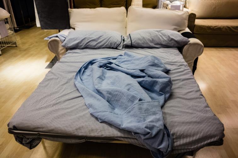 2. Осигурете допълнително място за спане. За празниците може да дойдат неочаквани гости - приятели или далечни роднини, добре е да бъдете подготвени за всеки случай.