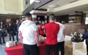 Футболистите на ЦСКА боядисват великденски яйца<strong> източник: ЦСКА</strong>