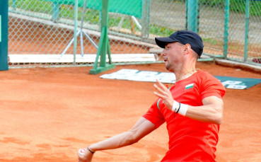 Кузманов на полуфинал на турнира от сериите