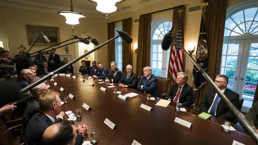 Доналд Тръмп преди срещата му с военни командири