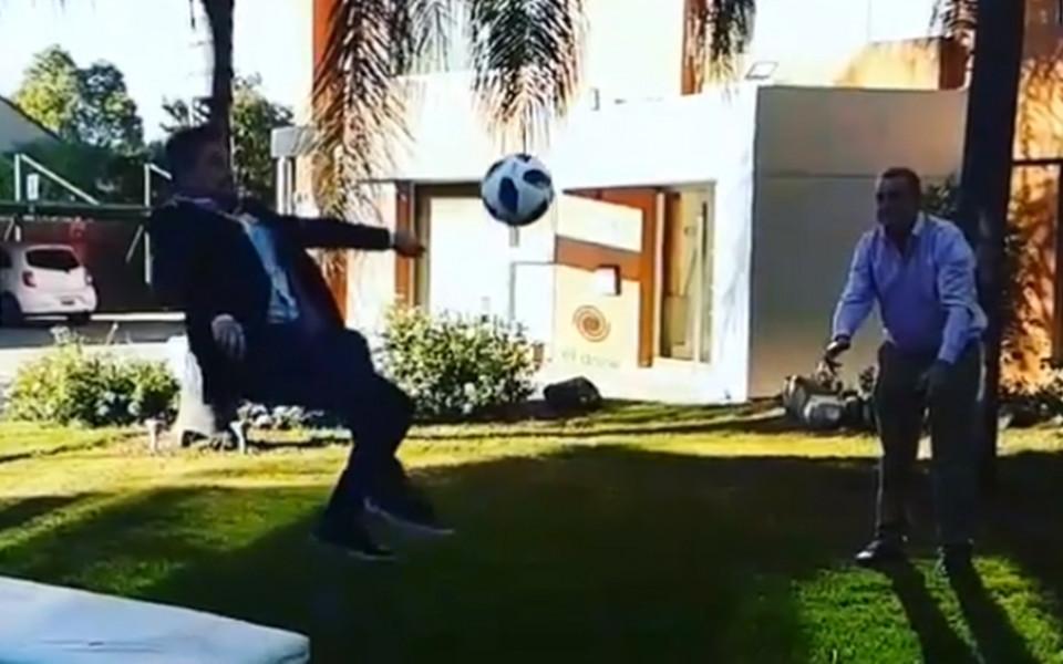 Журналист се преби, имитирайки ножицата на Роналдо
