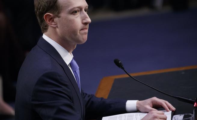 Организирана атака ли са скандалите около Facebook
