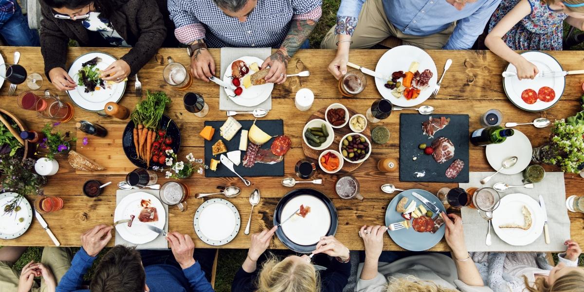 Поглъщането на още малко храна след като сте се свършили с яденето. На организма му трябват около 20 минути, за да разбере, че е сит.