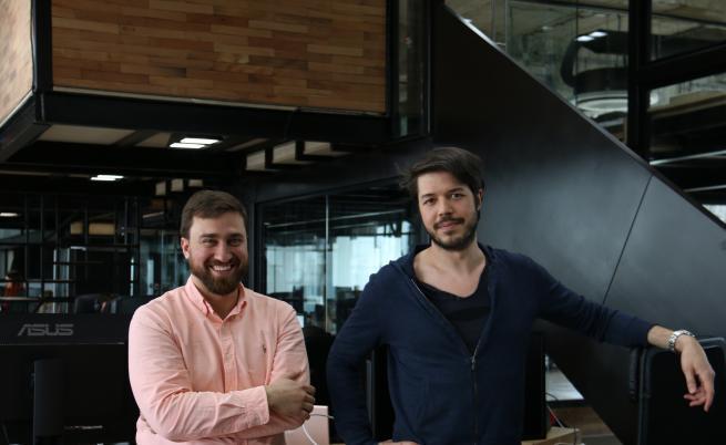 Антон Стратиев (вляво) и Тибо Тетинжер, основатели на Puzl CowOrKing