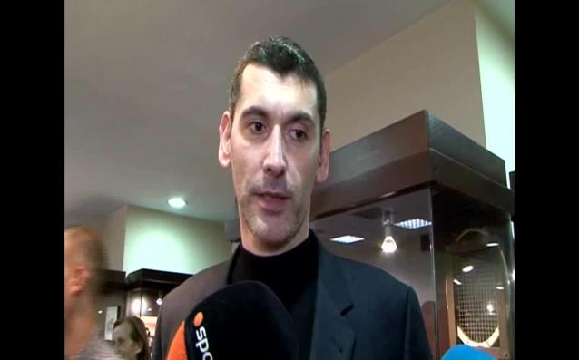 Александър Попов присъства на представянето на автобиографичната книга на Аспарух