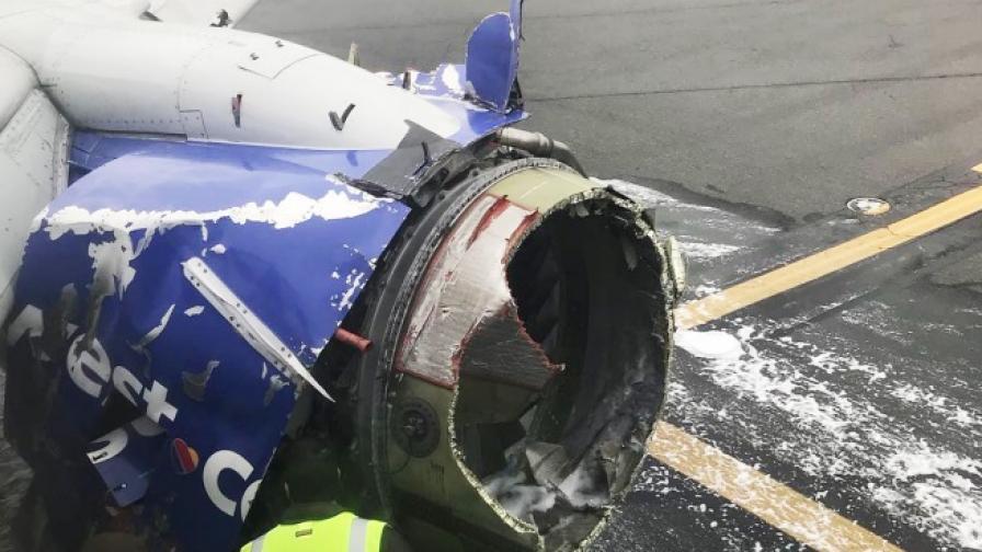 Повреденият двигател на самолета