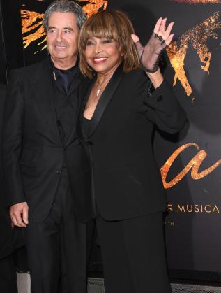 Тина Търнър със съпруга си в Лондон
