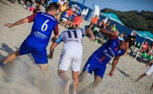 Рекордните 20 отбора се записаха в държавното първенство по плажен футбол