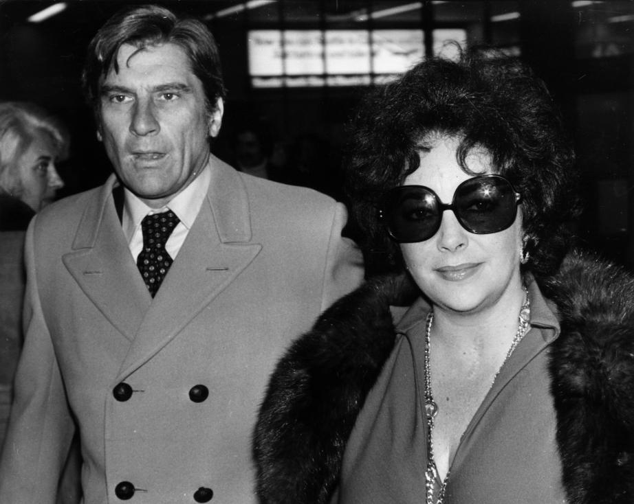 - 1976 Елизабет Тейлър иДжон Уорнър. Двойката се развежда