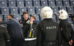 Двубоят между Фенербахче и Бешикташ ще бъде доигран без публика