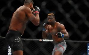 Хищникът се завръща в клетката за UFC 226
