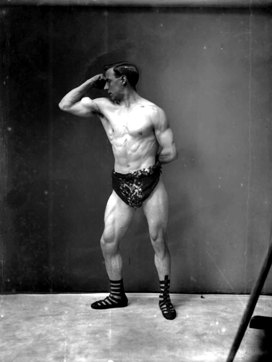 Егелтън, мениджър в спортното училище на Сандов, 1905 г.