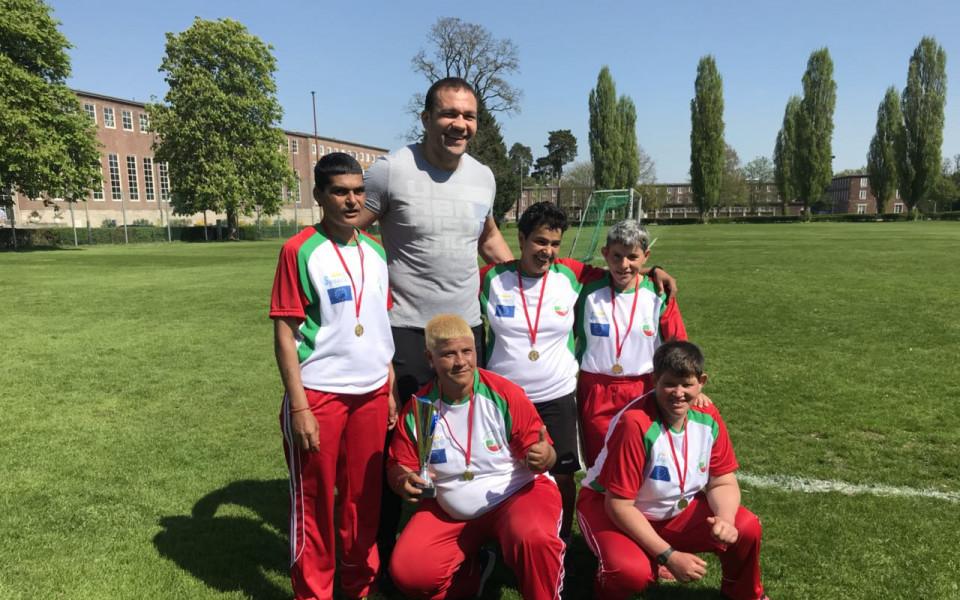 Кубрат Пулев с прекрасен жест към българския отбор по интегриран футбол