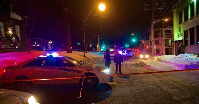 Камион мина през пешеходци в центъра на Торонто, ранявайки близо