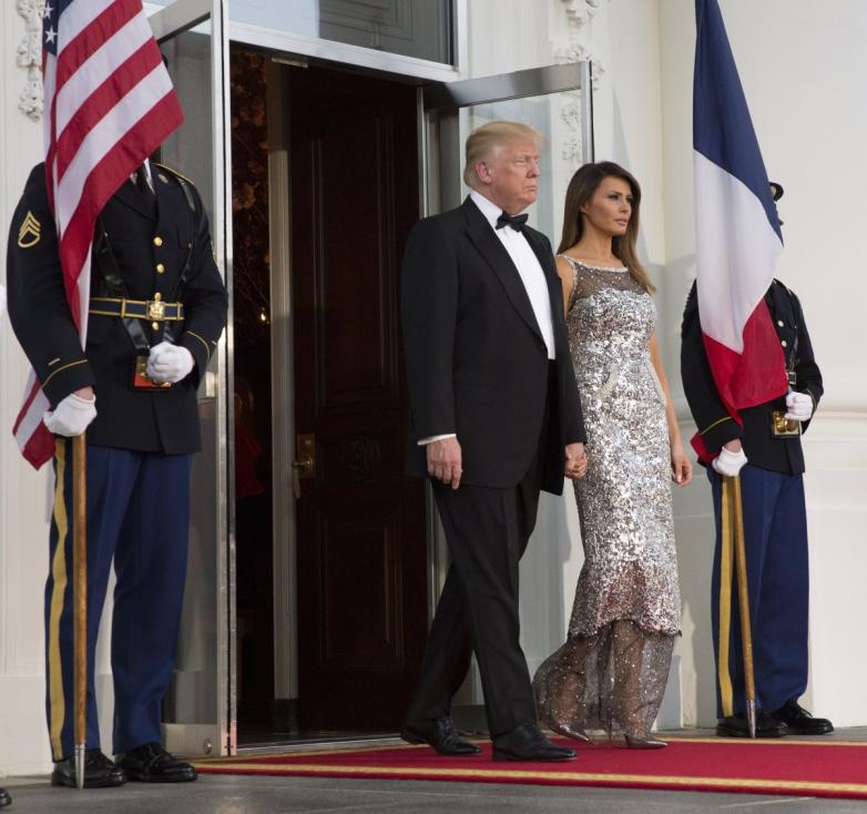 - Първата държавна вечеря в Белия дом от встъпването в длъжност на Доналд Тръмп бе важен момент за първата дама. Мелания бе домакиня на събитието и...