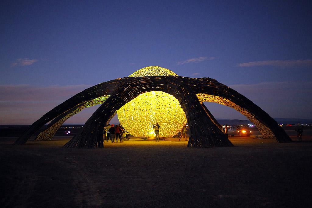 """Ежегодния фестивал """"Африкабърн"""" (Afrikaburn) в националния парк """"Танква Кару"""" край Кейп Таун, РЮА, събра близо 13000 души."""