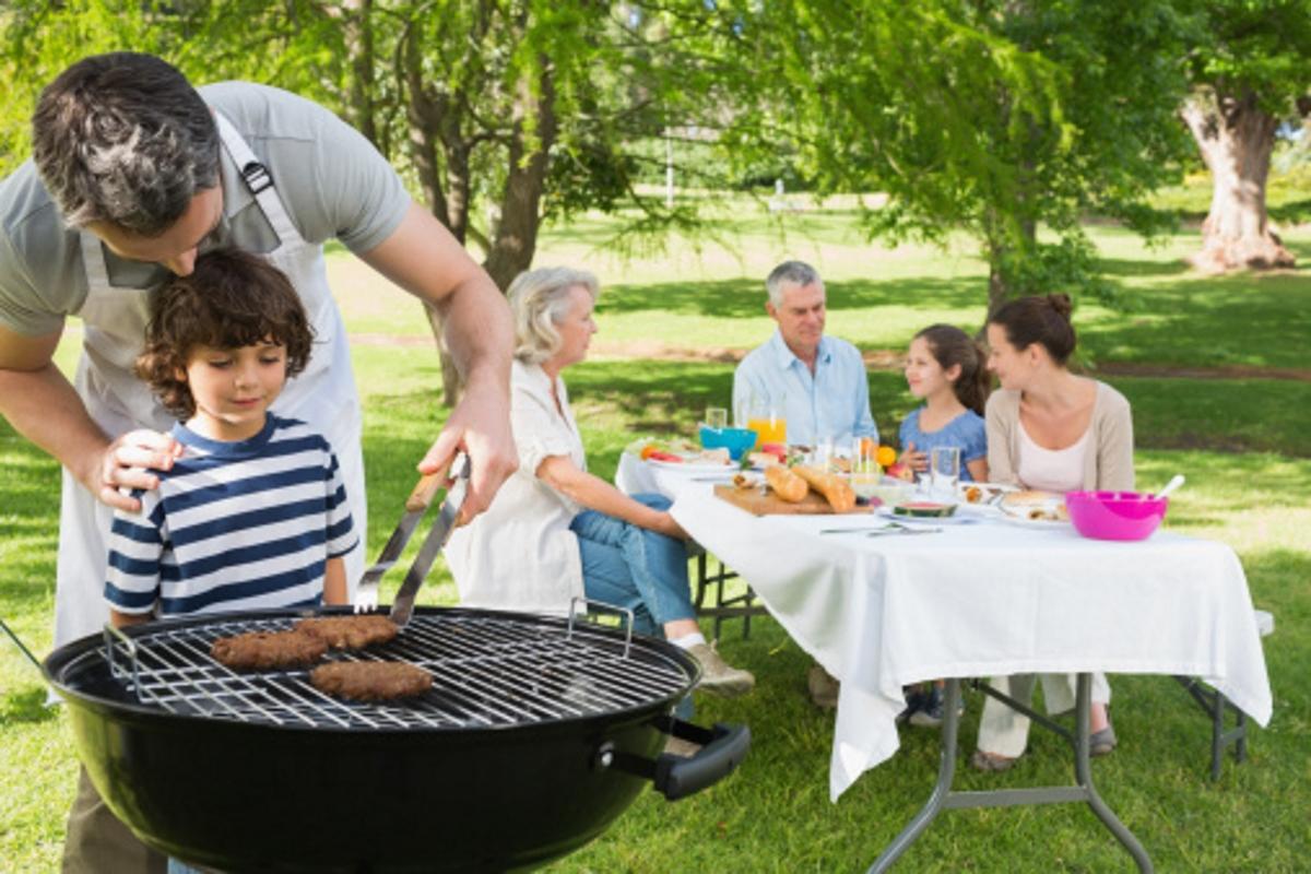 Ако разполагате с двор: извадете барбекюто и го почистете.