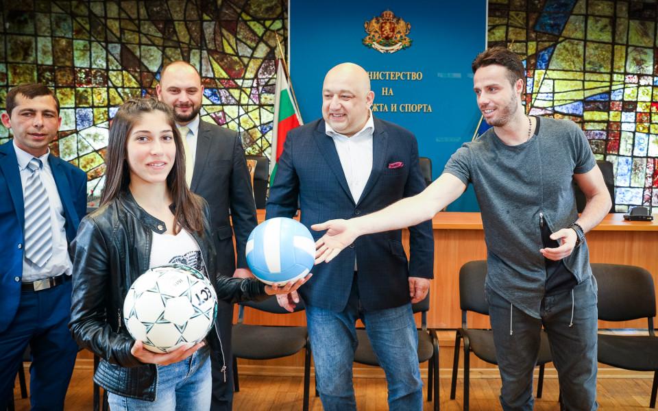 Ученици се срещнаха с волейболната звезда Теодор Салпаров