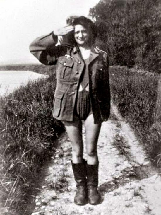 - През 1942 г. Германия е окупирала обширни територии и доминира над по-голямата част от Европа. Германските военни са почти навсякъде и идва момент, в...