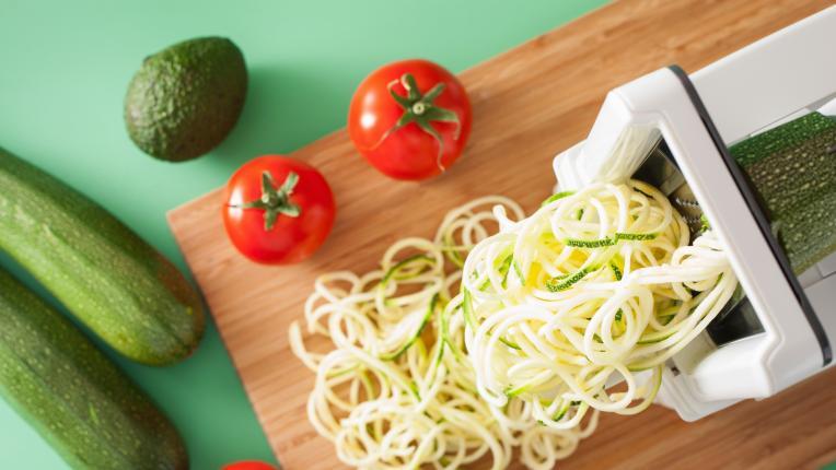 Спагети от тиквички със скариди