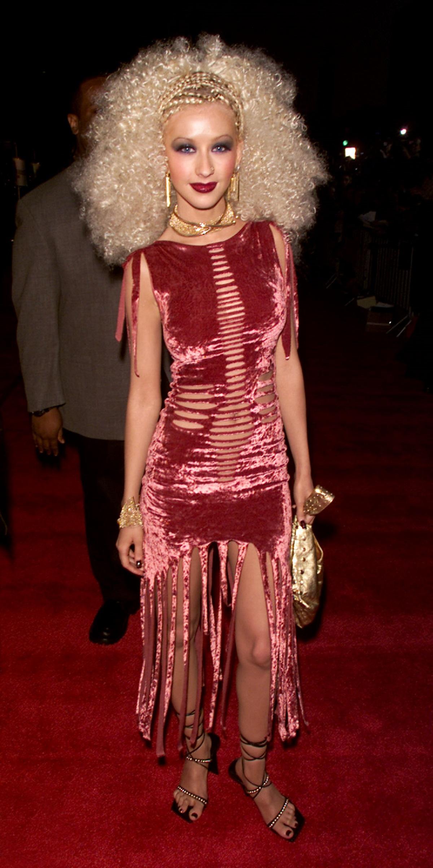 Кристина Агилера (2003 г.) - изпълнителката сама споделя, че не харесва начина, по който е изглеждала в този период.