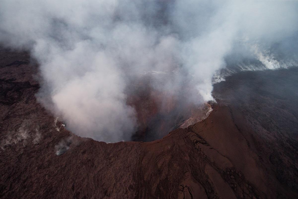 Изригна вулканът Килауеа на най-големия хавайски остров. Около 10 000 жители на Хавайските острови бяха приканени да се евакуират. Изригването на лава и пепел от вулкана бе предшествано от земетресение с магнитуд 5 по скалата на Рихтер в района.