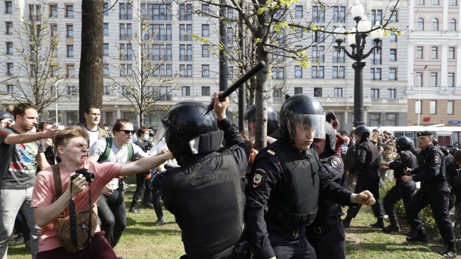 Хиляди арестувани на протест срещу Путин