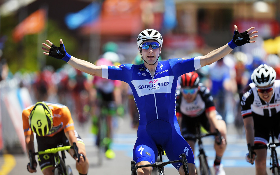 Елиа Вивиани спечели втория етап от колоездачната обиколка на Италия