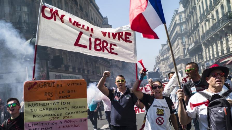 Протест срещу Макрон в Париж, жандармерист е ранен