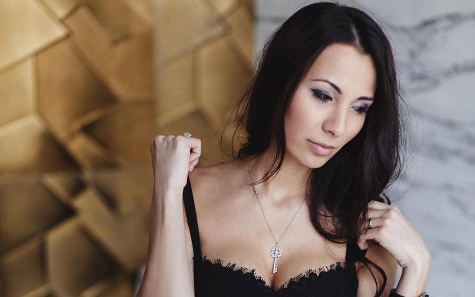 Украинката, която развълнува Бундеслигата повече от мъжа си