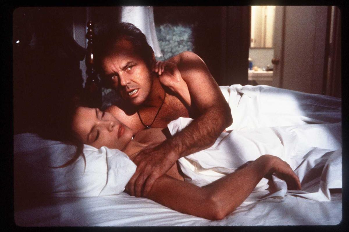 Джак Никълсън разбира, че момичето, което смята за по-голямата у сестра е... негова майка. Разясняваме: тя забременява прекалено млада и в семейството решават да го излъжат, че тя всъщност му е сестра.