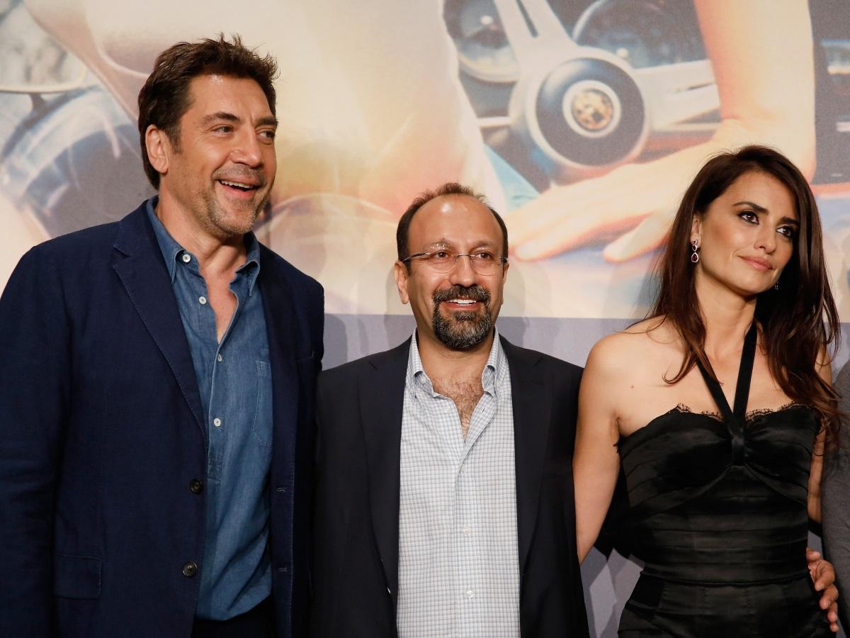 Пенелопе Крус и Хавиер Бардем на червения килим в Кан, заедно с режисьора Асгар Фархади