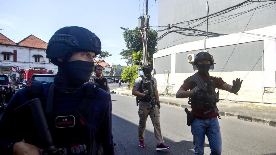 Нова атака в полицейски участък в Индонезия, има ранени