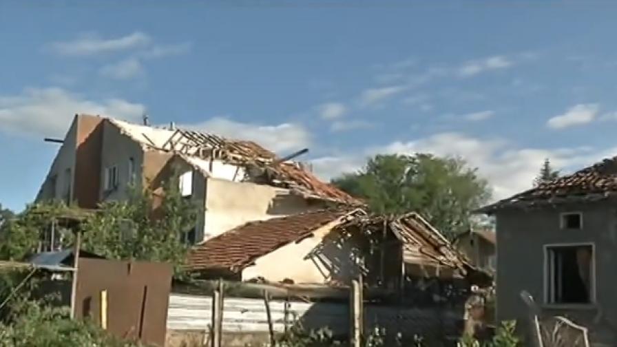 Бедствено положение в Бяла Слатина и Плевен, има ранен