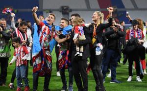 Симеоне отпразнува триумфа в Лига Европа със семейството си