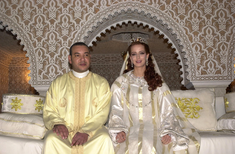 Кралят на Мароко Мохамед V и съпругата муЛала Салма. Те вдигат сватба през лятото на 2003 г. Сватбата променя много стари традиции, една от които да не се показва булката на сватбата.