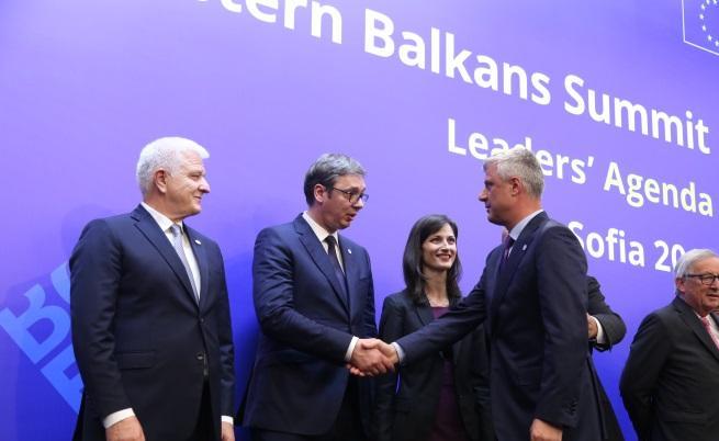 Президентите Вучич и Тачи се поздравиха в София, въпреки че Сърбия не признава Косово и дори беше поставила под въпрос участието си в срещата на лидерите ЕС - Западни Балкани