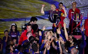 Adiós, Iniesta - от бурните овации до празния стадион
