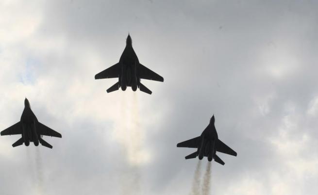 Радев: Не може сделката за F-16 да става за сметка на българите