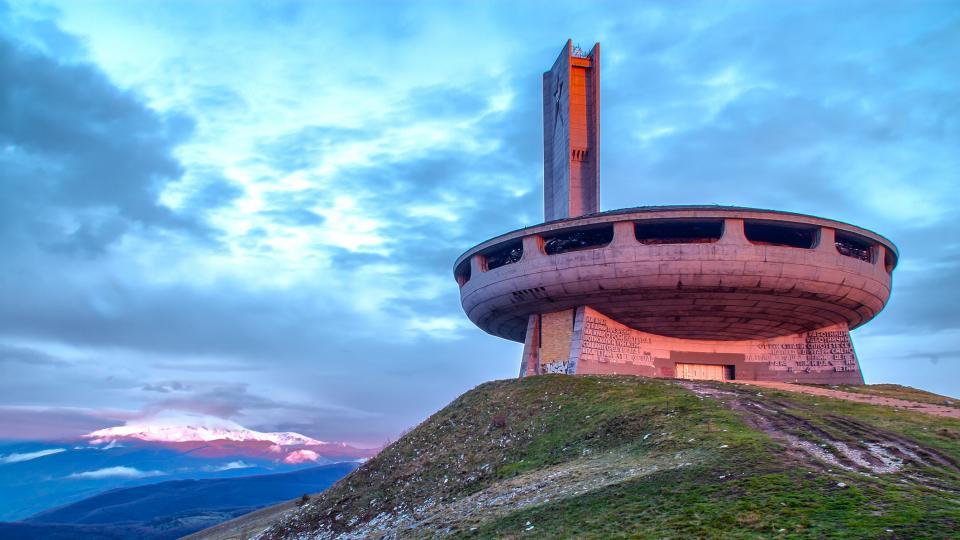 Паметникът Бузлуджа - едно от най-красивите изоставени места в света